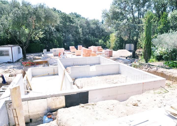 Construction d une magnifique maison en pierre dans le - Delai de construction d une maison ...